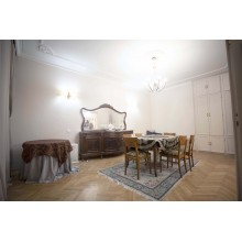 Аристократичен апартамент за продажба (гр.София)