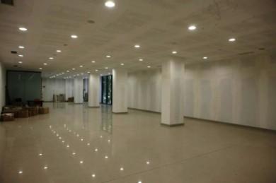 Търговско-административен комплекс за продажба (гр.Варна)
